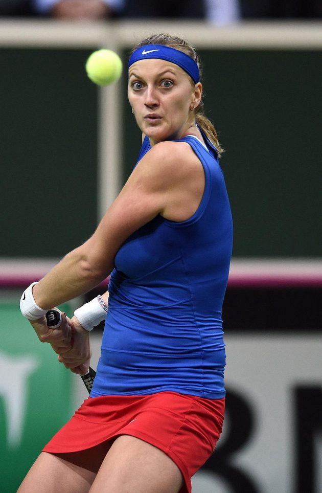 Česká tenistka Petra Kvitová během utkání s Andreou Petkovicovou ve finále Fed Cupu.