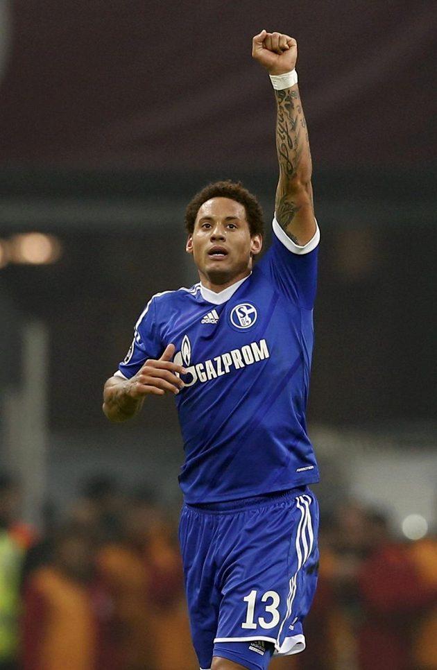 Jermaine Jones z Schalke se raduje z gólu prosti Galatasarayi.