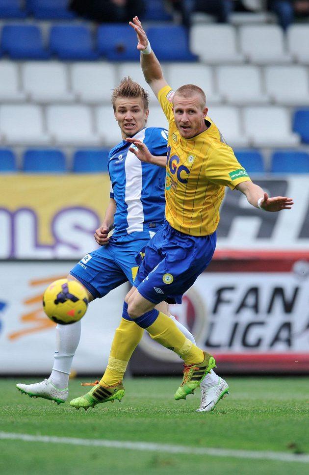 Liberecký záložník Martin Frýdek (vlevo) a teplický obránce Maroš Klimpl v utkání 28. kola Gambrinus ligy.
