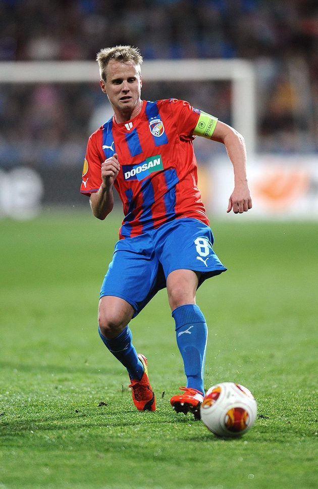 Plzeňský obránce David Limberský během utkání osmifinále Evropské ligy proti Lyonu.