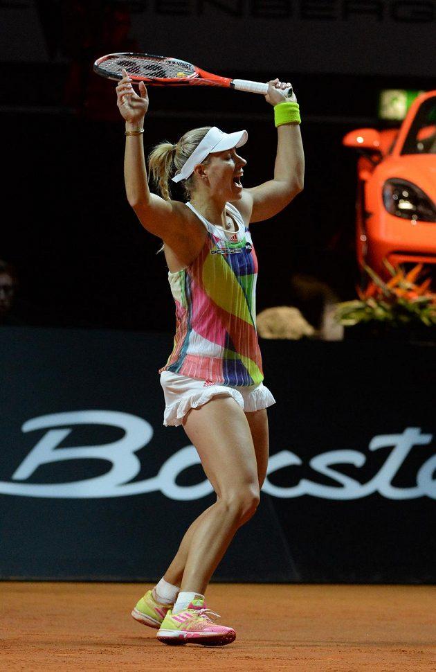 Angelique Kerberová se raduje z výhry nad Petrou Kvitovou.