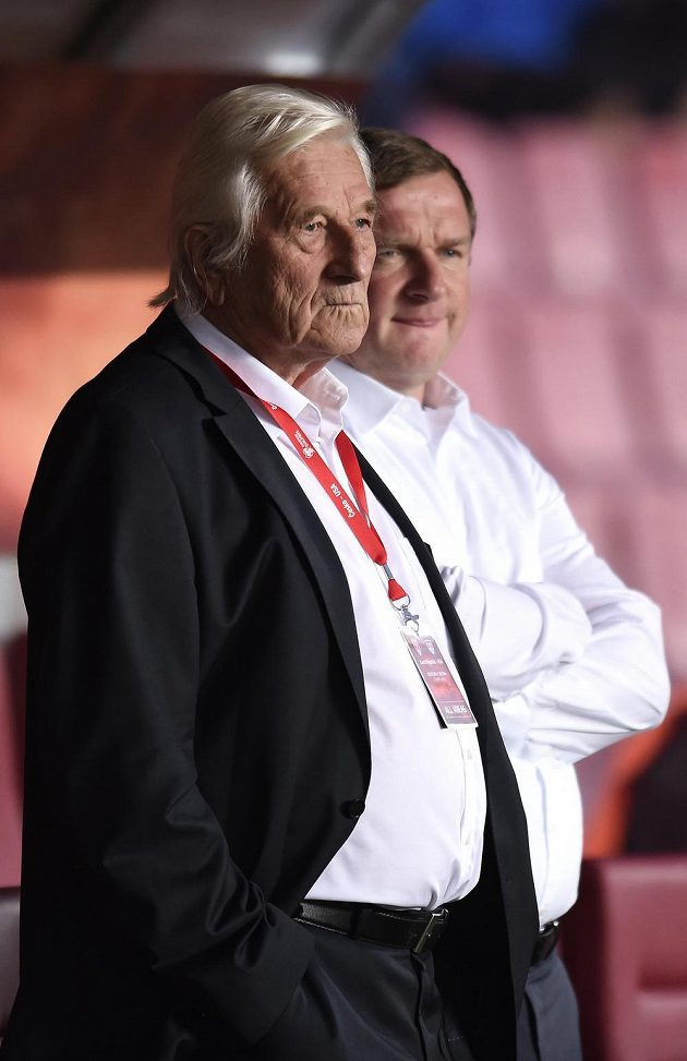 Karel Brückner a Pavel Vrba během přátelského utkání s USA v Praze na Letné.