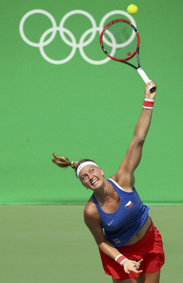 Petra Kvitová v souboji s Jekatěrinou Makarovovou z Ruska ve třetím kole olympijského tunaje.