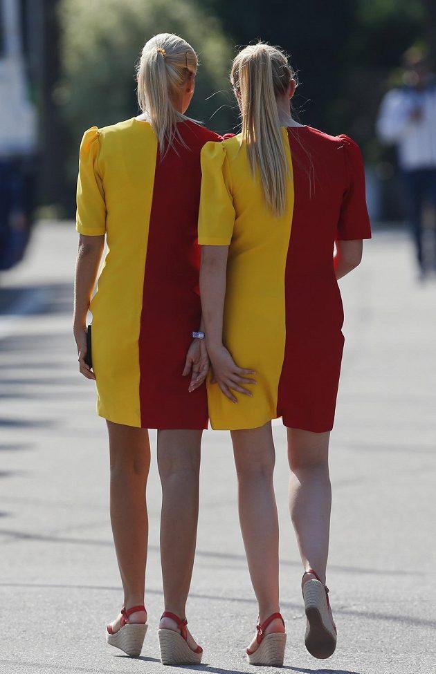 I v belgickém Spa-Francorchamps se kolem okruhu promenádovaly krásné ženy.