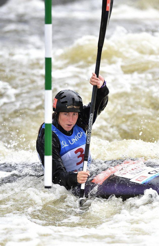 Kajakářka Kateřina Kudějová během finálové jízdy Světověho poháru ve vodním slalomu v kategorii na trojském kanále v Praze.