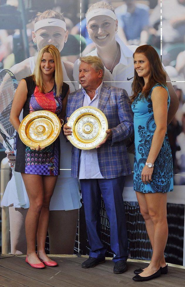 Setkání s dvojnásobnou vítězkou tenisového Wimbledonu Petrou Kvitovou (vlevo) a semifinalistkou turnaje Lucií Šafářovou (vpravo). Na snímku uprostřed je jednatel marketingové společnosti TK PLUS Miroslav Černošek.