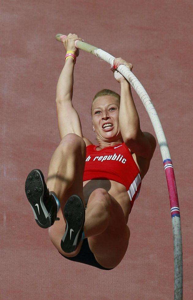 Jiřina Ptáčníková při jednom ze svých nepovedených pokusů v kvalifikaci mistrovství světa v Pekingu.