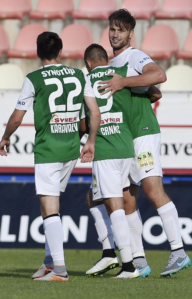 Autor třetího gólu Jablonce proti příbrami Tomáš Wágner (vpravo) se raduje se spoluhráči.