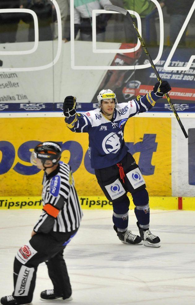 Ján Sýkora z Plzně se raduje z vítězné branky, kterou vstřelil v nájezdech proti Zlínu.