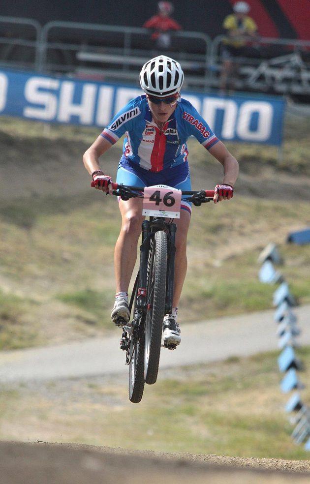 Česká reprezentantka Barbora Průdková při sprintu na MS v Novém Městě na Moravě.