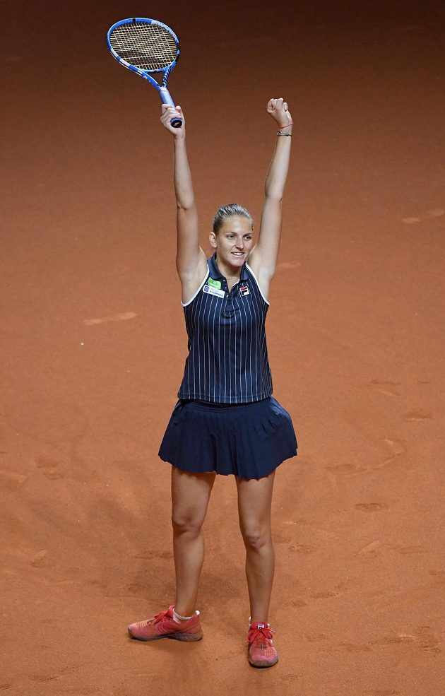 Karolína Plíšková jásá, ve finále ve Stuttgartu porazila Američanku Coco Vandewegheovou.