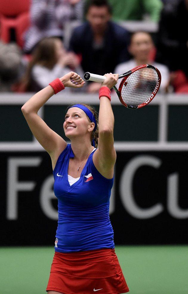 Petra Kvitová oslavuje vítězství během nad Caroline Garciaovou z Francie.