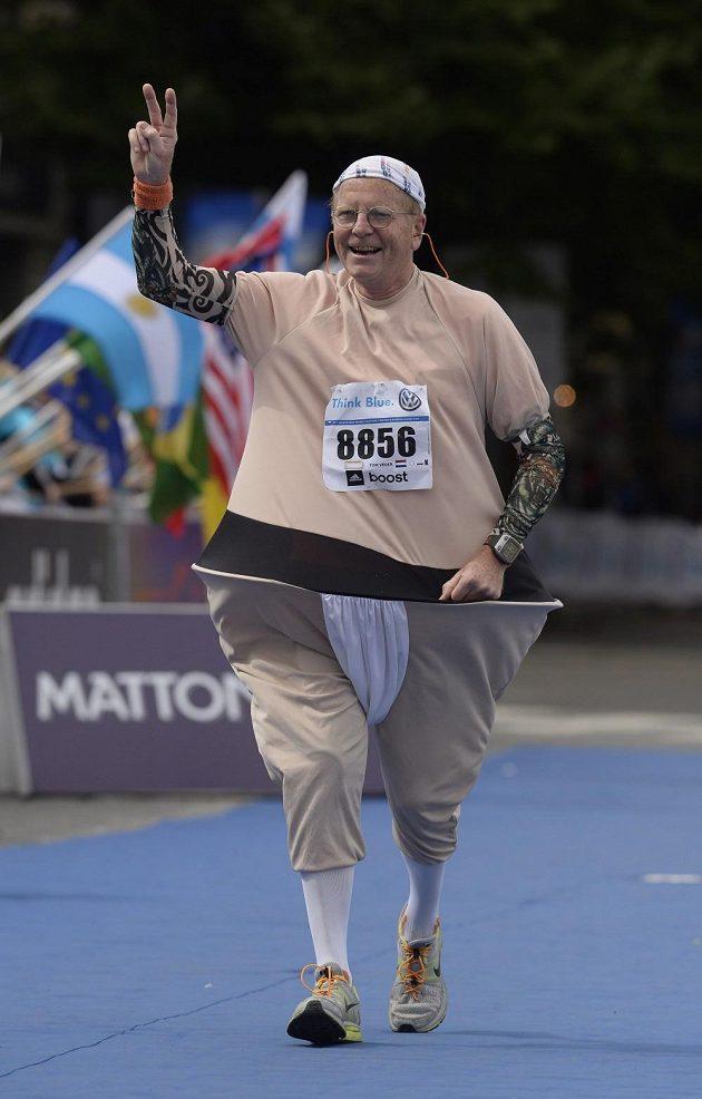 Běhání v převlecích není populární jen v Londýně. I Praha má své netradiční běžce.