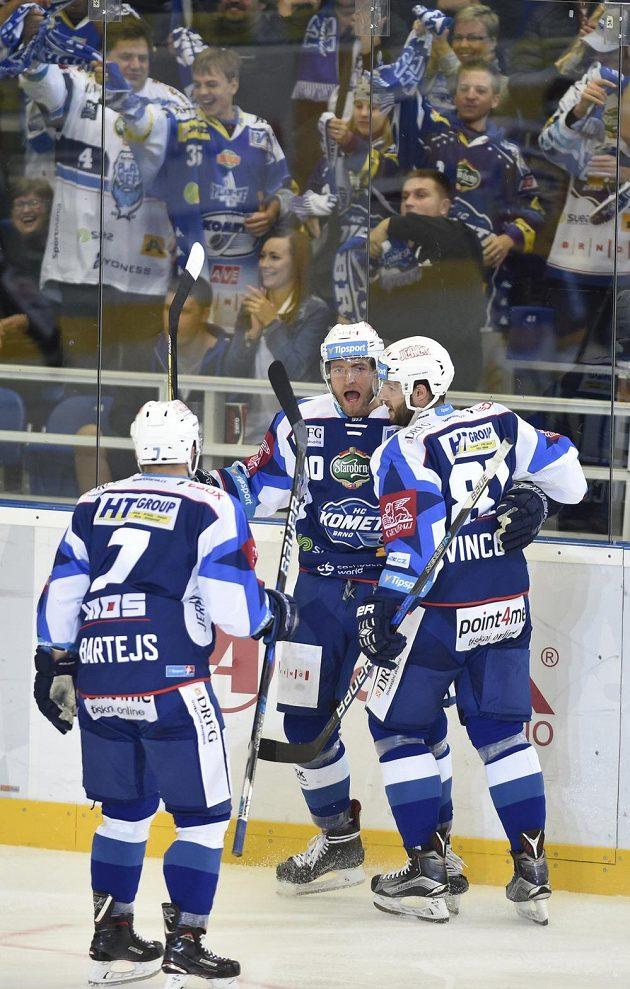 Zleva Tomáš Bartejs, autor gólu Martin Dočekal a Tomáš Vincour z Brna.