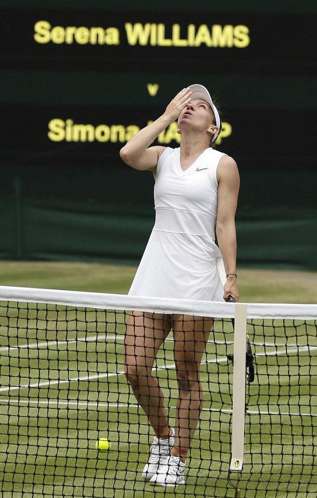 Simona Halepová se raduje z wimbledonského titulu