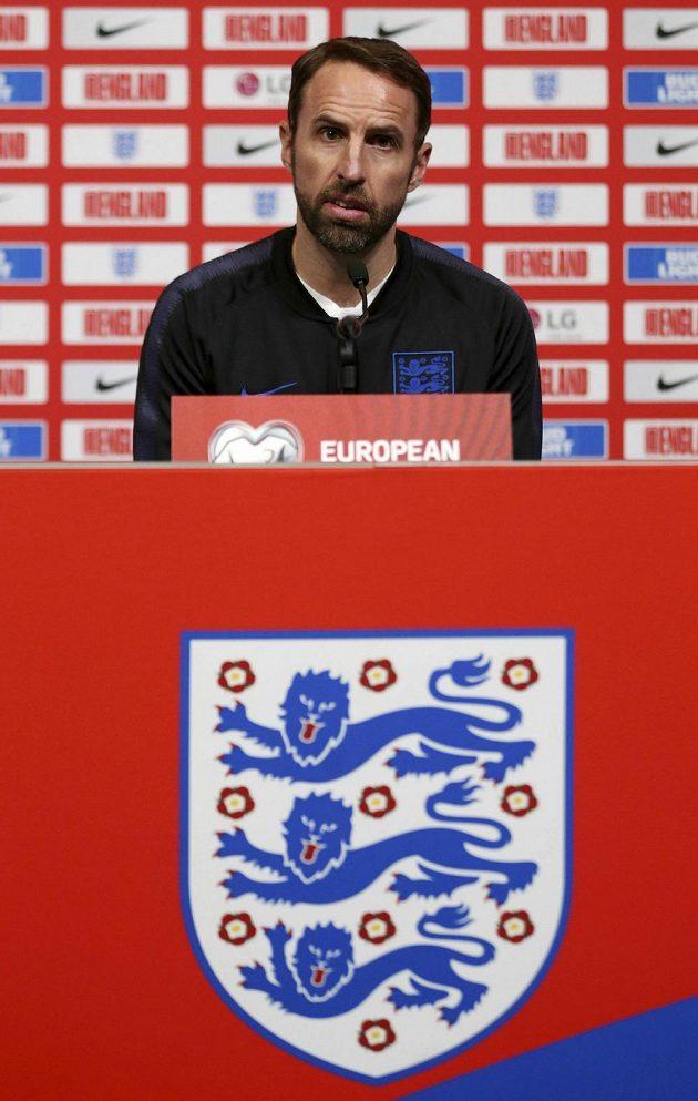 Kouč anglické fotbalové reprezentace Gareth Southgate před zápasem s Čechy také počítá ztráty.
