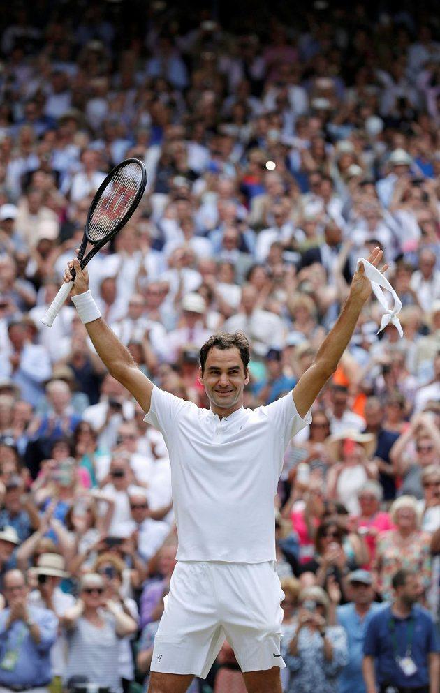 Hotovo! Švýcar Roger Federer porazil ve finále Wimbledonu Chorvata Marina Čiliče.
