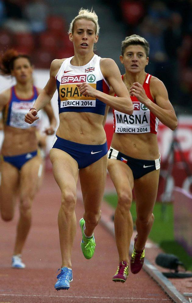 Lenka Masná (vzadu vpravo) v rozběhu závodu na 800 metrů.