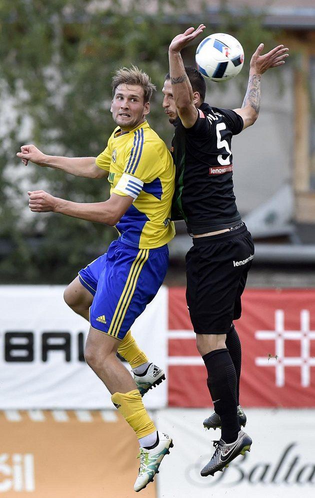 Tomáš Poznar ze Zlína (ve žlutém) a Miloš Nikolič z Přibrami.