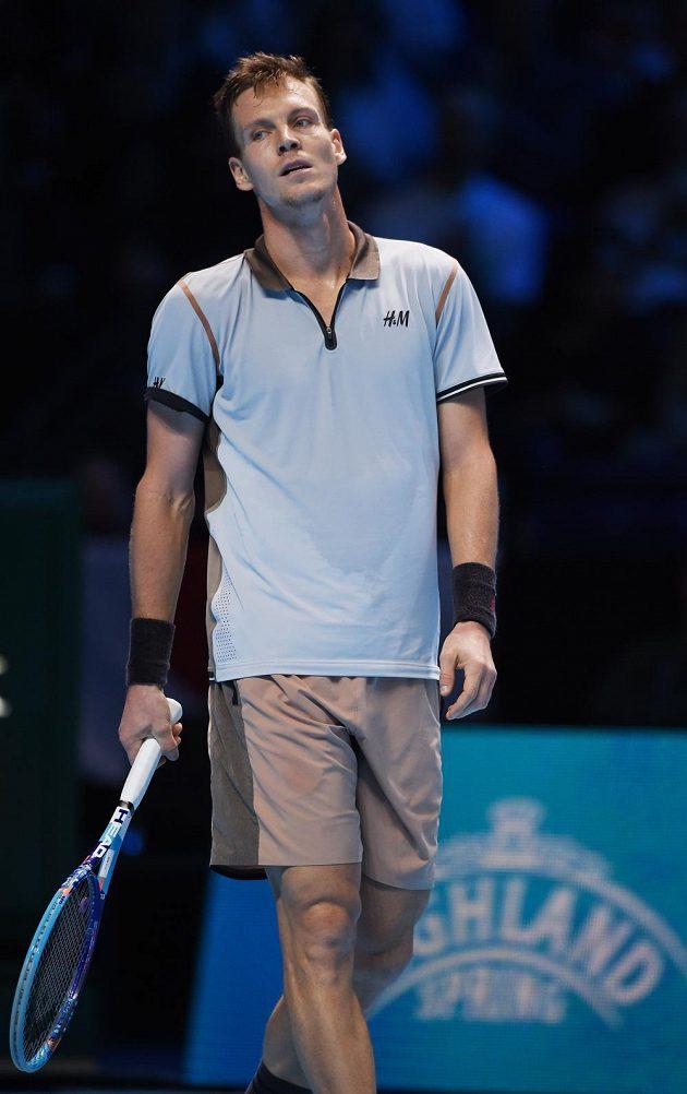 Zklamaný Tomáš Berdych během utkání Turnaje mistrů s Keiem Nišikorim.