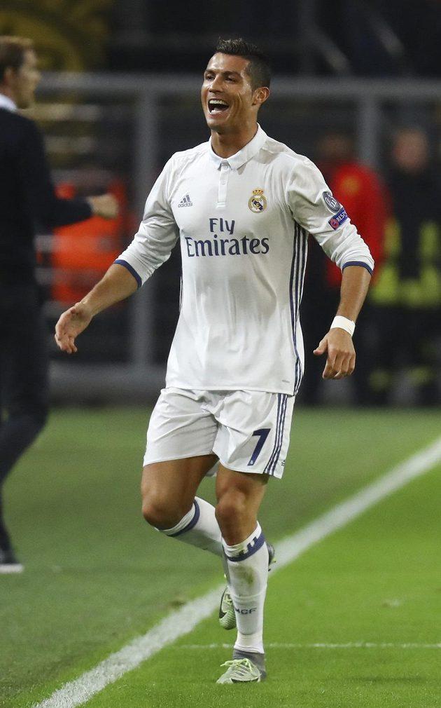 Cristiano Ronaldo z Realu se raduje z gólu proti Dortmundu.