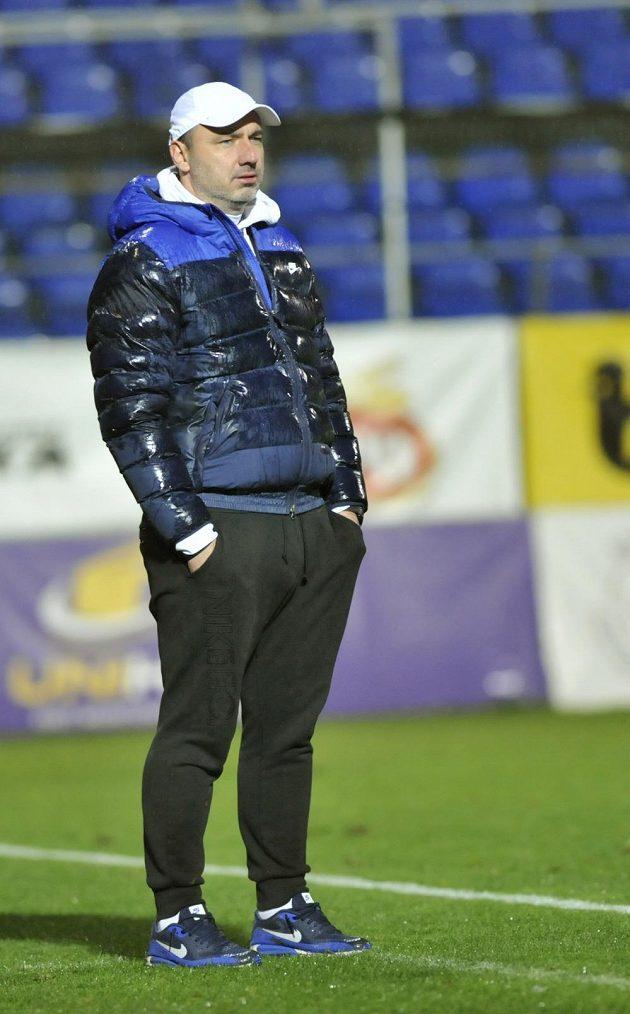 Liberecký trenér Jindřich Trpišovský během utkání ve Zlíně.