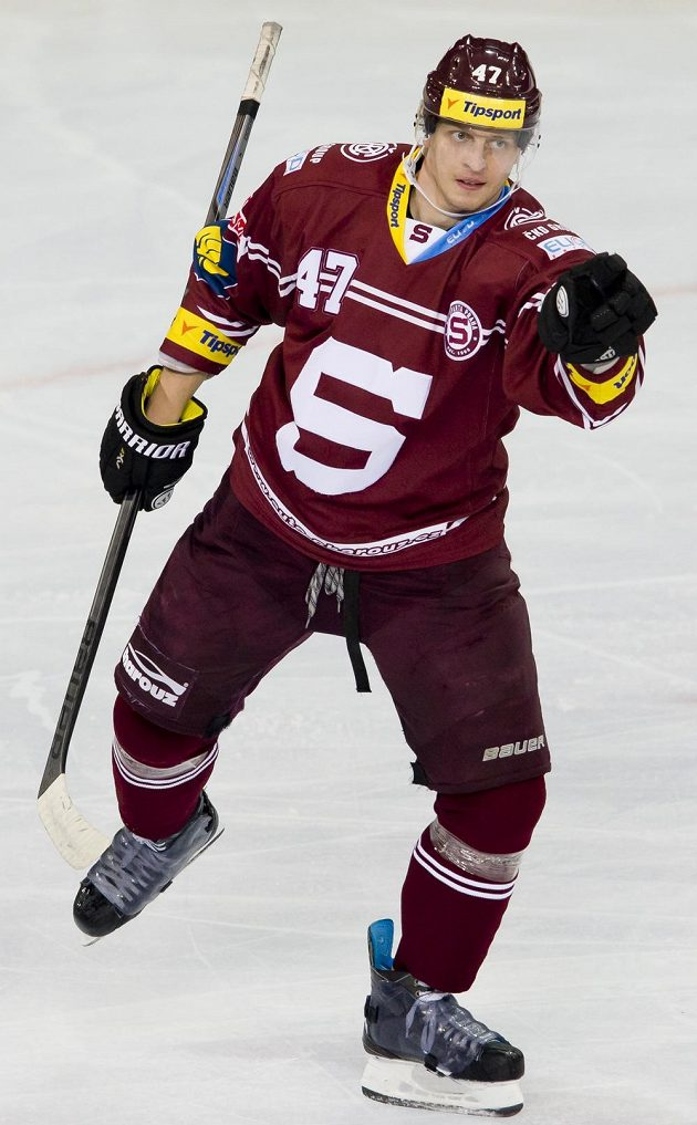 Sparťan Jan Buchtele se raduje ze své branky proti Vítkovicím.