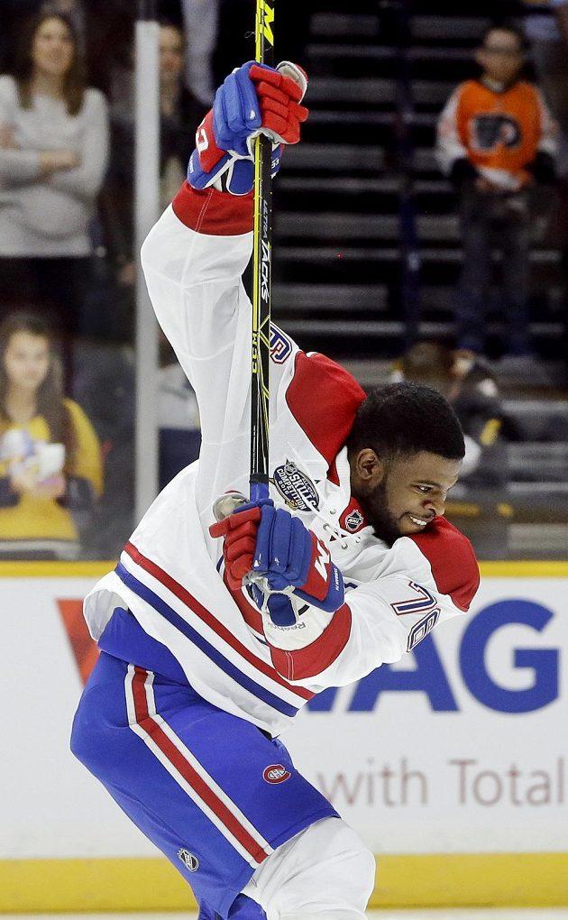 Obránce Montrealu P. K. Subban (76) se napřahuje při soutěži o nejtvrdší ránu během dovednostních soutěží NHL.