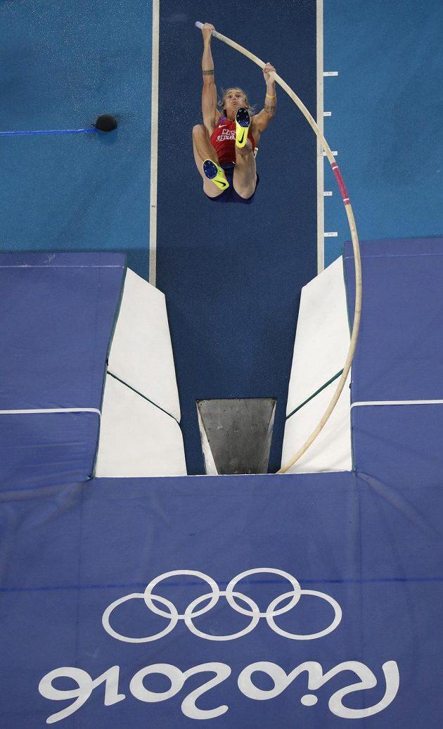 Michal Balner ve finále skoku o tyči na olympiádě v Riu.