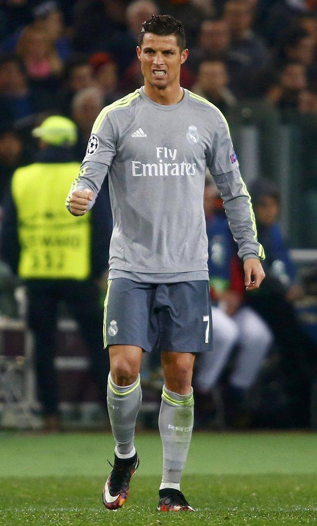 Cristiano Ronaldo z Realu se raduje z gólu proti AS Řím.