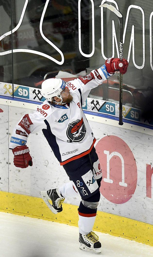 Radek Duda z Chomutova se raduje z gólu.