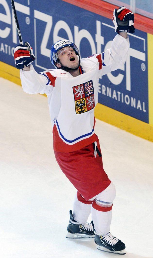 Český útočník Petr Koukal se raduje z gólu v utkání proti Kanadě.