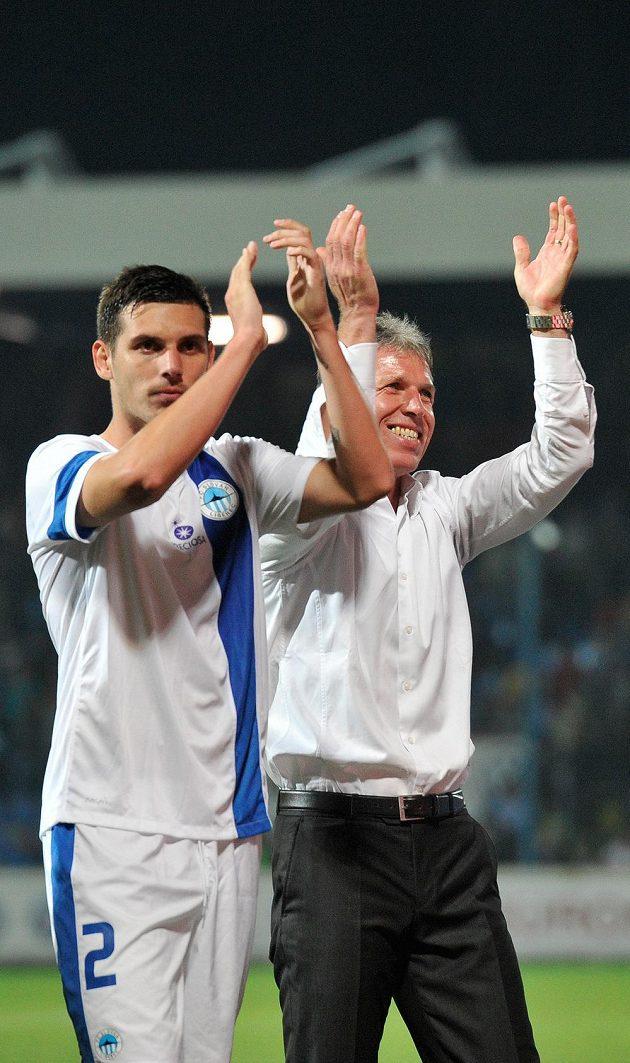 Renato Kelič a trenér Liberce Jaroslav Šilhavý se radují z postupu do hlavní části Evropské ligy.