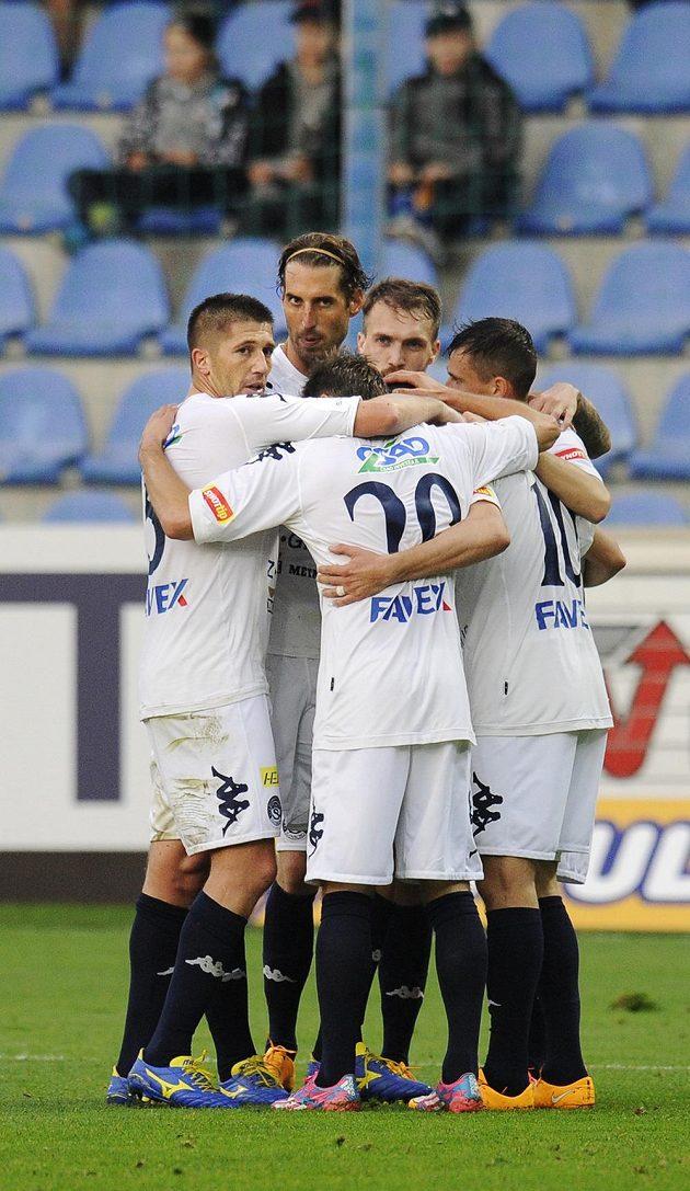 Hráči Slovácka se radují z druhého gólu proti Liberci.
