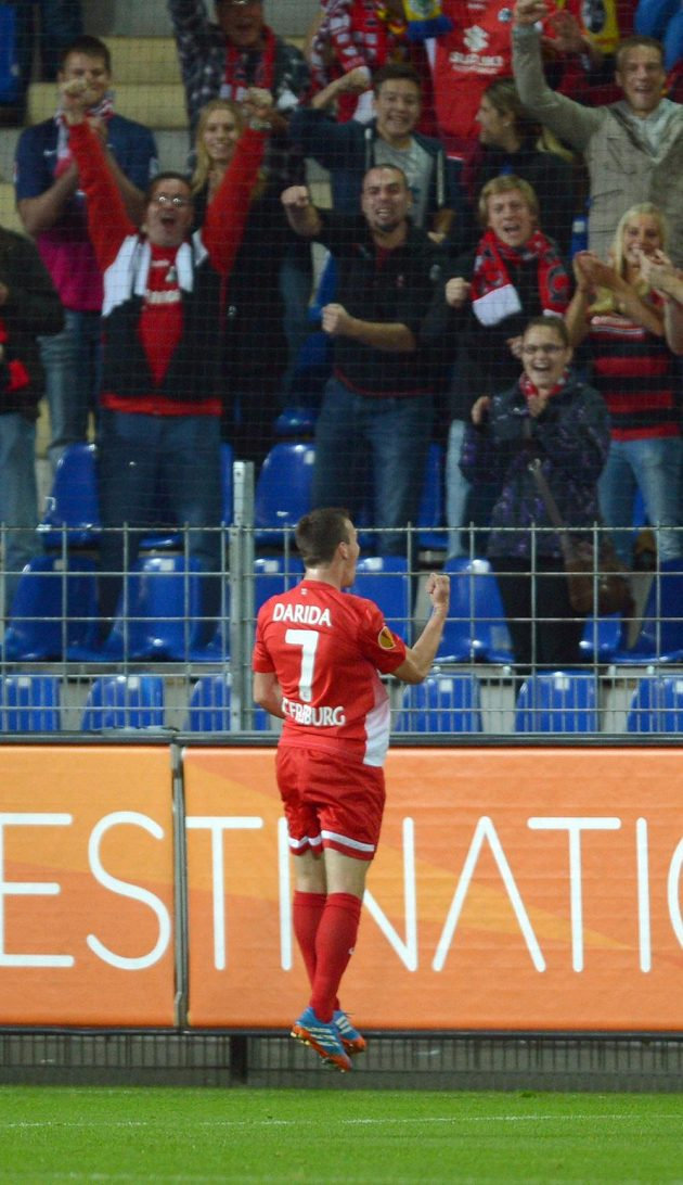 Vladimír Darida se raduje ze své trefy proti Estorilu.