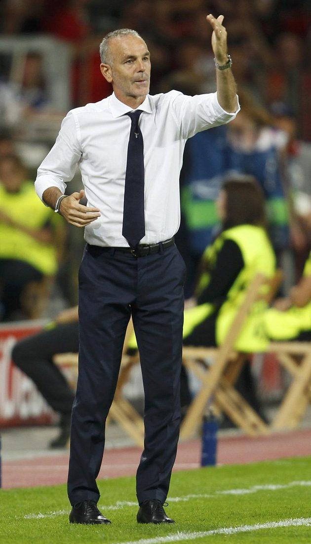 Kouč Lazia Řím Stefano Pioli během odvety play off Ligy mistrů proti Leverkusenu.