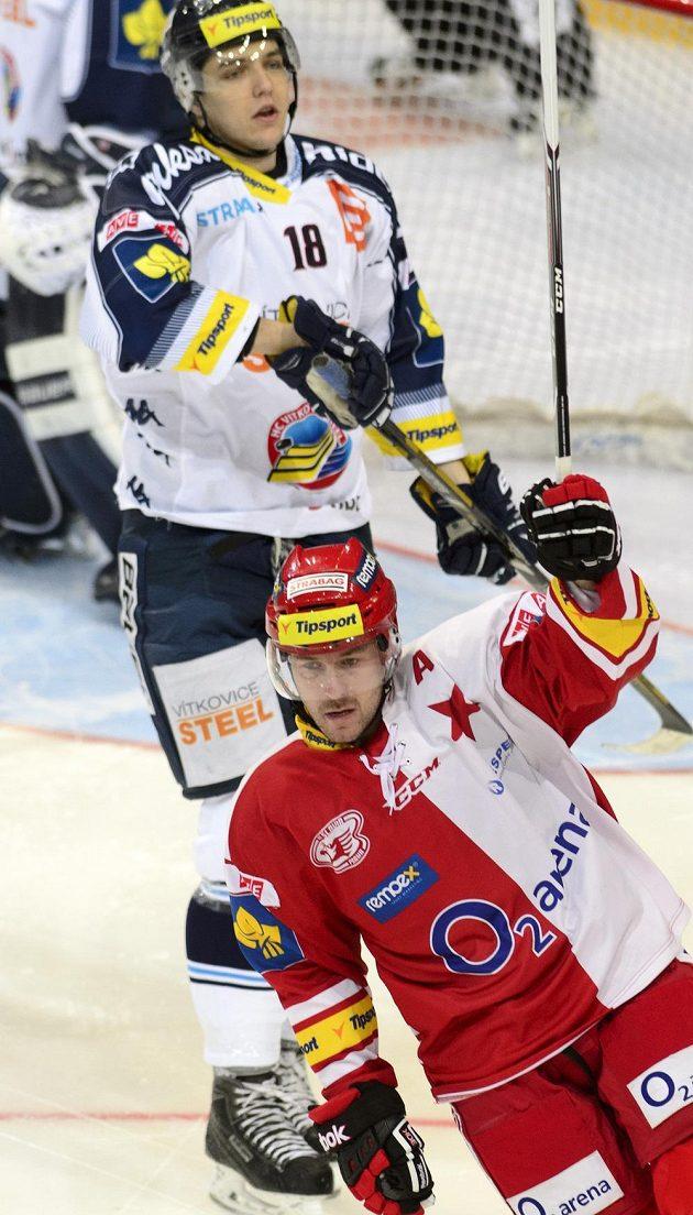 Slávistický útočník Tomáš Vlasák slaví svůj gól proti Vítkovicím.