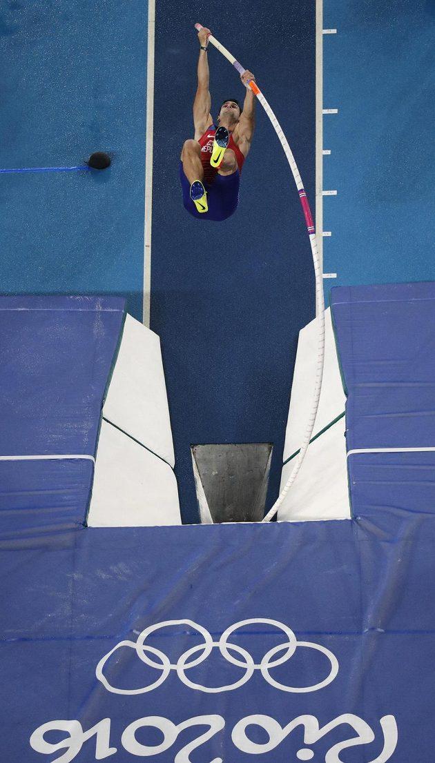Jan Kudlička během finále skoku o tyči na OH v Riu.
