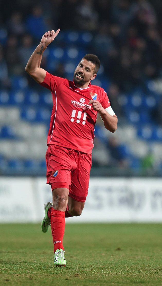 Milan Baroš z Baníku Ostrava nesouhlasí s verdiktem rozhodčích.