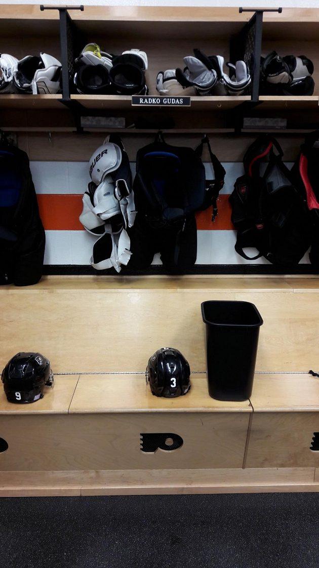 Obránce Philadelphie Radko Gudas si kvůli trestu chvíli NHL nezahraje. Přijde o milióny.