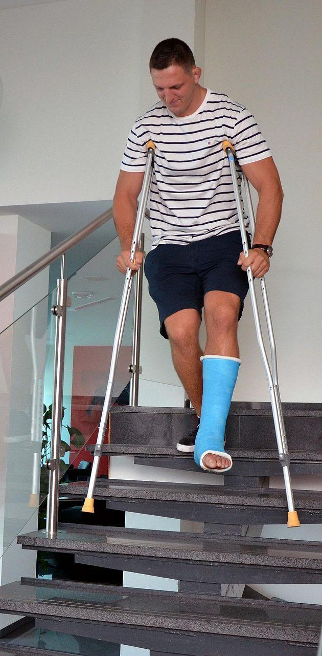 Judista Lukáš Krpálek nebude startovat na MS v Budapešti kvůli přetrženým vazům v kotníku. Olympijský vítěz z Ria de Janeiro sice zkoušel, zda by i tak nemohl zápasit, ale teď se rozhodl, že nebude riskovat zhoršení zranění a soustředí se na přípravu na olympijskou kvalifikaci.