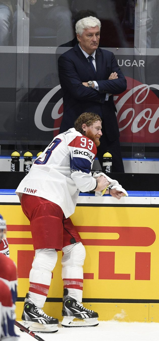 Zklamaní český kapitán Jakub Voráček a trenér Miloš Říha po prohraném zápase.