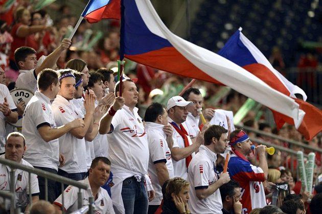 Čeští fanoušci v hledišti vytrvale podporovali deblový pár Lukáš Rosol, Tomáš Berdych.
