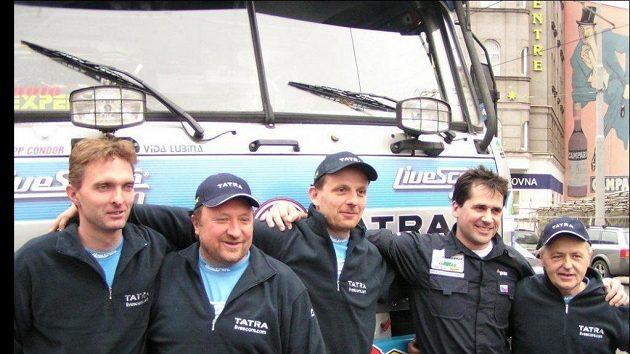 Členové Letka Racing Teamu (zleva) Petr Vodák, Vojtěch Morávek, Tomáš Tomeček, Jaromír Martinec a Vlastimil Buchtyár.