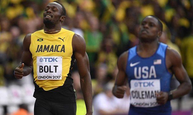 Usain Bolt se svým přemožitelem po semifninálovém závodu MS.