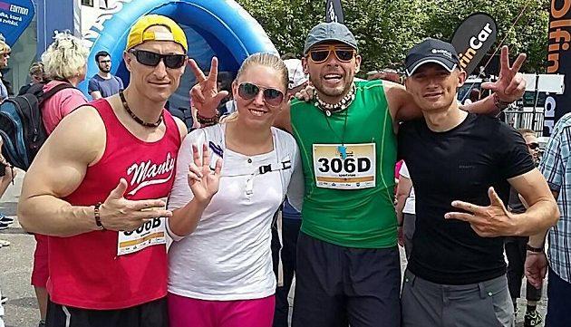 Je to tam. Libor Kalous, Zuzana Tunová, Jan Tuna a Jak Hruška. Čtyřka, která obsadila třetí místo v půlmaratónské štafetě v Trutnově.