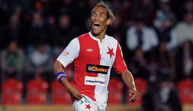 Nová posila Slavie Fernando Neves během derby se Spartou.