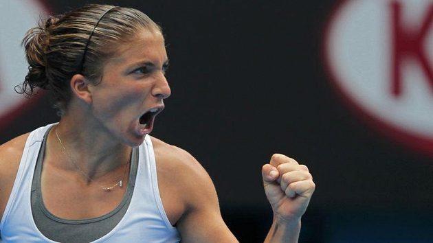 Sara Erraniová oslavuje získanou hru ve čtvrtfinále Australian Open proti Petře Kvitové.