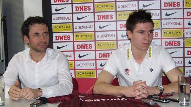 Hráčský agent Viktor Kolář, šéf agentury Sport Invest, a jeho chráněnec Tomáš Přikryl po přestupu z Olomouce do Sparty.