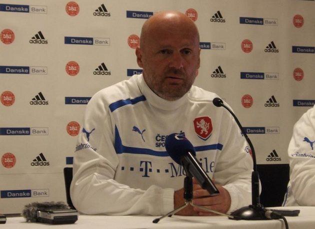 Michal Bílek během tiskové konference na kodaňském Parken Stadionu.